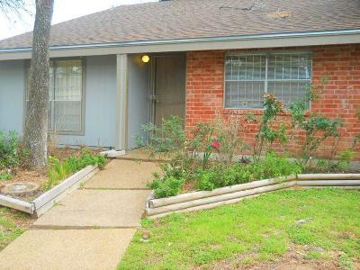 Harris County Condo/Townhouse For Sale: 5815 Sunforest Drive
