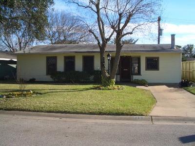 Single Family Home For Sale: 125 Barracuda