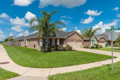 Bacliff Single Family Home For Sale: 5026 Cove Court