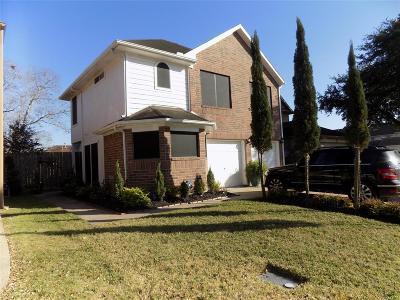 Pasadena Single Family Home For Sale: 827 Lark Drive