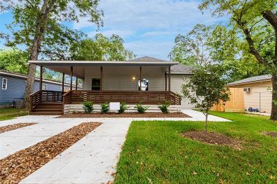Single Family Home For Sale: 6802 Covington Drive