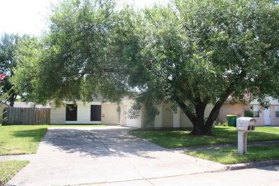 Baytown Single Family Home For Sale: 4906 Sandalwood Circle