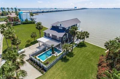 Tiki Island Single Family Home For Sale: 12 Tiki Circle