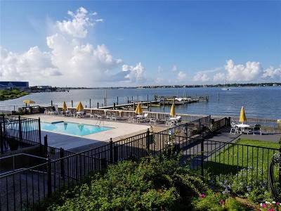Seabrook Condo/Townhouse For Sale: 3535 Nasa Parkway Parkway #104