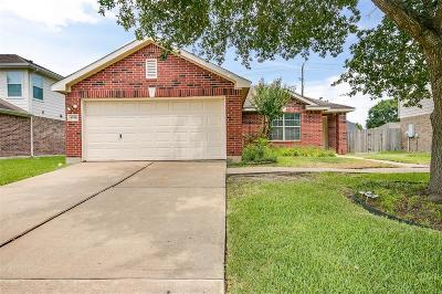 Friendswood Single Family Home For Sale: 4750 Quiet Canyon Drive