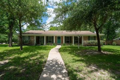 Friendswood Single Family Home For Sale: 104 Royal Court