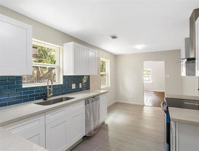La Marque Single Family Home For Sale: 700 Studio Drive