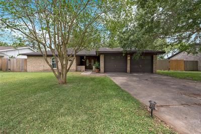 Dickinson Single Family Home For Sale: 5008 Longshadow Drive