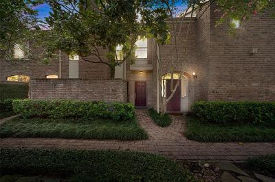 Houston Condo/Townhouse For Sale: 2323 Bering Drive #2