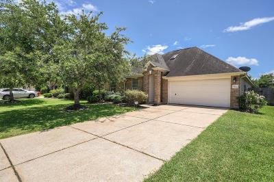Pearland Single Family Home For Sale: 7704 Waterlilly Lane