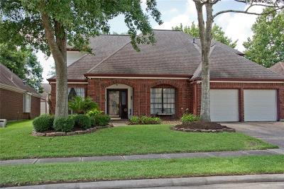 Friendswood Single Family Home For Sale: 4730 Five Knolls Drive