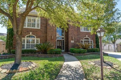 Single Family Home For Sale: 15615 Wildwood Run