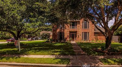 Friendswood Single Family Home For Sale: 1215 Merriewood Drive