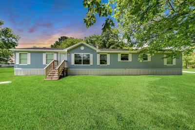Crosby Single Family Home For Sale: 1209 Smokey Lane