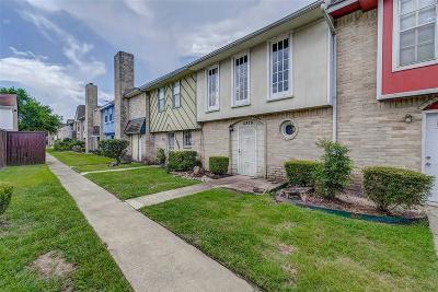 Houston Condo/Townhouse For Sale: 11879 Algonquin Drive