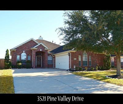 Pearland Single Family Home For Sale: 3521 Pine Valley Drive