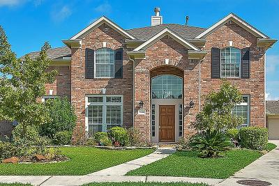 Tomball Single Family Home For Sale: 9210 Indian Creek Fls