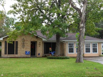 Friendswood Single Family Home For Sale: 301 Winding Road