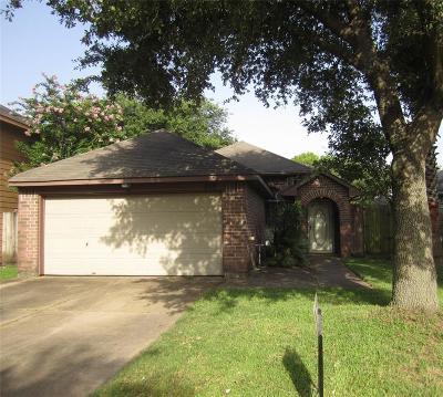 Pasadena Single Family Home For Sale: 810 Lark Drive