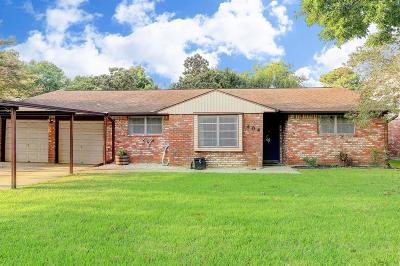 Baytown Single Family Home For Sale: 404 Harold Lane