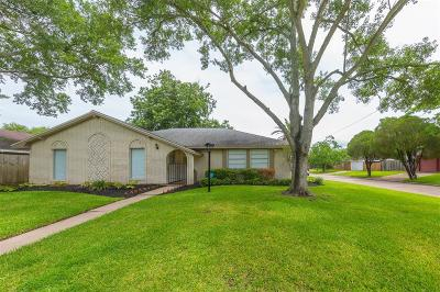 League City Single Family Home For Sale: 2102 S Williamsburg Court S