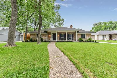 Houston Single Family Home For Sale: 10315 Shady River Drive