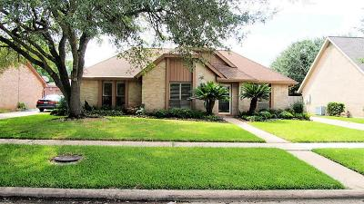 Sugar Land Single Family Home For Sale: 2806 Colonial Drive