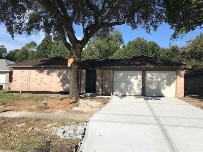 Single Family Home For Sale: 16950 Gleneagle Drive N