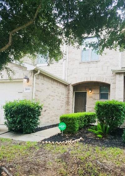 Houston Condo/Townhouse For Sale: 8010 Barnes Ridge Lane