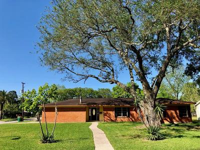Baytown Single Family Home For Sale: 2000 Olive Street