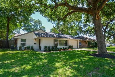 Oak Forest Single Family Home For Sale: 2323 Lamonte Lane