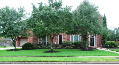 Pearland Single Family Home Pending: 11707 Crescent Cove Drive