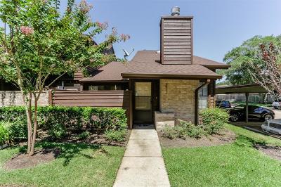 Sugar Land Condo/Townhouse Option Pending: 2611 Grants Lake Boulevard #211
