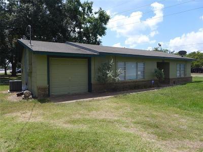 Wallis TX Single Family Home For Sale: $179,000