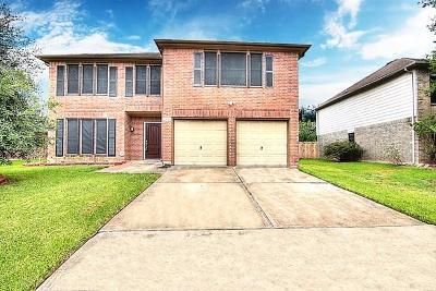 Houston Single Family Home For Sale: 13915 Honey Bee Court