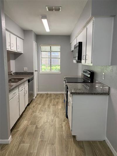 Houston Condo/Townhouse For Sale: 8100 Cambridge Street #95