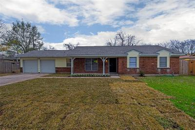 Oak Forest Single Family Home For Sale: 5602 Saxon Drive