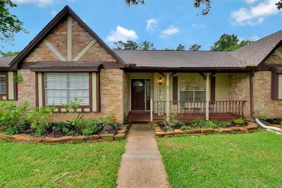 Houston Single Family Home For Sale: 8227 Renmark Lane