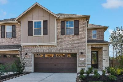 The Woodlands Condo/Townhouse Pending Continue to Show: 2 Heirloom Garden Place