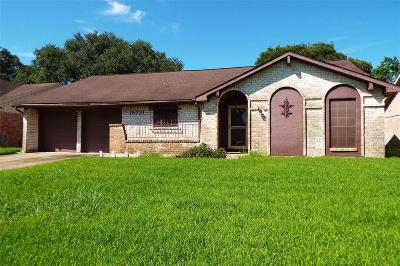 Friendswood Single Family Home For Sale: 15731 Blackhawk Boulevard