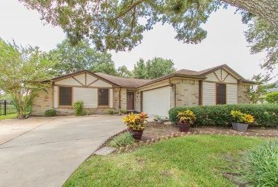 Pearland Single Family Home For Sale: 806 Thornwood Court