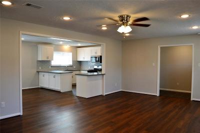 Single Family Home For Sale: 807 Charles Barker Avenue