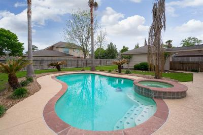 Friendswood Single Family Home For Sale: 414 Melodywood Court