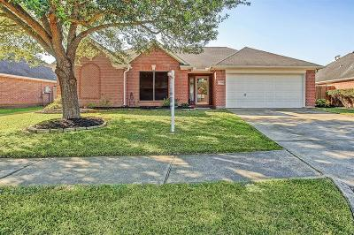 Pearland Single Family Home For Sale: 2214 Manchester Lane