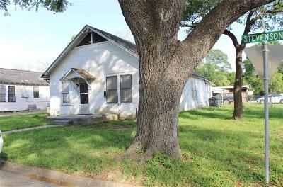 Eagle Lake Single Family Home For Sale: 400 N Stevenson Street
