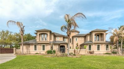 Friendswood Single Family Home For Sale: 102 Century Drive