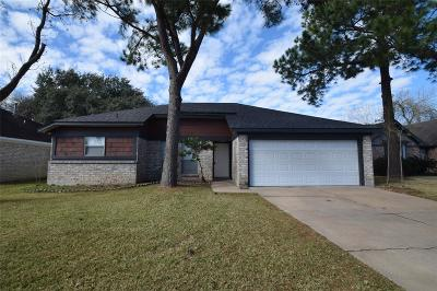 Single Family Home Option Pending: 902 Valley Ranch