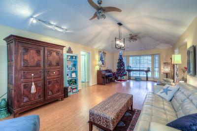 Friendswood Single Family Home For Sale: 811 Lancaster Drive