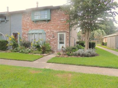 Friendswood Condo/Townhouse For Sale: 3940 Laura Leigh Drive