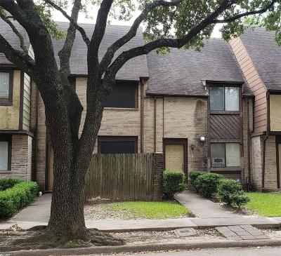 Houston Condo/Townhouse For Sale: 15625 Weldon Drive